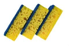 Nouvelle éponge trois absorbante avec le récureur durable d'isolement dessus photographie stock