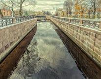 Nouvelle île de la Hollande dans le St Petersbourg Une vue du canal d'Amirauté Photographie stock libre de droits