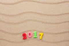 Nouvelle année 2017 écrite dans le sable Images libres de droits
