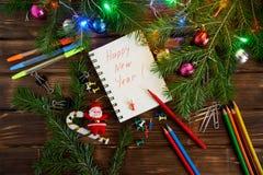 Nouvelle année dans le bureau Bloc-notes avec des félicitations photo stock