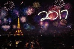 Nouvelle année de célébration dans Tour Eiffel Photographie stock libre de droits