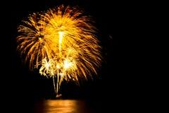 nouvelle année 2017 de feux d'artifice - beau feu d'artifice coloré avec le lig Photos stock