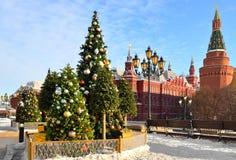 Nouvelle année et Noël à Moscou Arbres de Noël près de Kremlin sur la place de Manege Russie photo stock