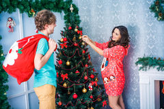 Nouvelle année et Noël en cercle de famille Images libres de droits