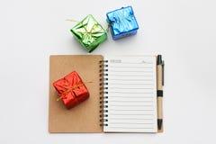 Nouvelle année et vue supérieure de carnet de Noël Photographie stock libre de droits