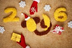 Nouvelle année 2016 Noël Singe drôle avec la banane Photographie stock libre de droits
