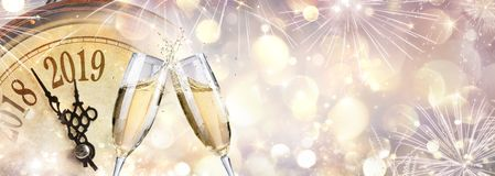Nouvelle année 2019 - pain grillé avec Champagne photographie stock libre de droits