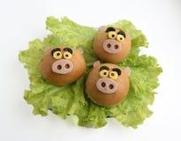 Nouvelle année, sandwichs à Noël sous forme de tête d'un porc images stock