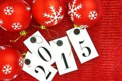 Nouvelle année 2015 sur des étiquettes et des boules de Noël Photographie stock libre de droits