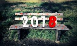 Nouvelle année 2018 sur le banc en bois Photos stock