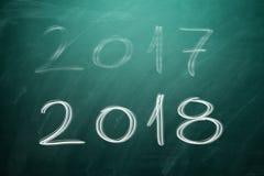 Nouvelle année 2018 sur le conseil vert tableau Image stock