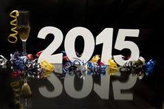 Nouvelle année 2015 sur le noir avec les confettis et le champagne Photographie stock