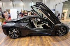 Nouvelle automobile électrique de BMW i8 montrée à la 3ème édition de l'EXPOSITION de MOTO à Cracovie poland Image stock