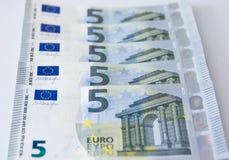 Nouvelle banque d'argent de billet de banque de l'euro cinq Images libres de droits