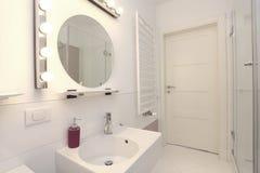 Nouvelle salle de bains photos libres de droits