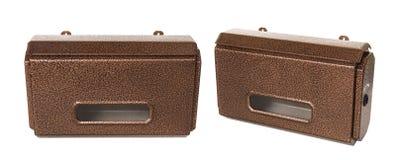 Nouvelle boîte aux lettres brune en métal d'isolement sur le blanc Photos stock