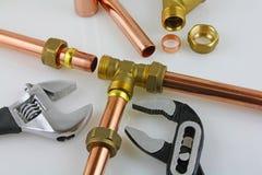 Nouvelle canalisation d'en cuivre de tuyauterie prête pour la construction Images libres de droits