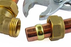 Nouvelle canalisation de cuivre prête pour la construction Image libre de droits