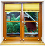 Nouvelle fenêtre brune stratifiée à l'intérieur de vue Photos stock