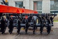 Nouvelle herse de disque agricole moderne Équipement de labourage images libres de droits