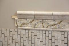 Nouvelle installation de tuile de salle de bains Photographie stock