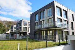 Nouvelle résidence de voisinage de maisons en Allemagne 2015 Photos stock