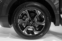 Nouvelle roue de voiture passée au bichromate de potasse de moder avec le pneu Photo stock