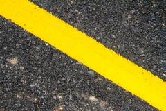Nouvelle texture d'asphalte avec la ligne jaune Photo libre de droits