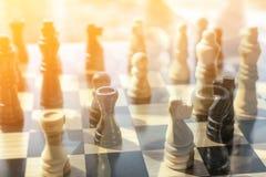 Nouvelle théorie de champion d'échecs au sujet de la façon jouer le conseil entier et Image libre de droits