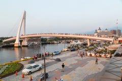 Nouvelle ville de Taïpeh, Taïwan - vers en août 2015 : Pont d'amant de Tamsui dans la nouvelle ville de Taïpeh, Taïwan au coucher Photos libres de droits