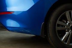 Nouvelle voiture avec la peinture de dommages photo stock