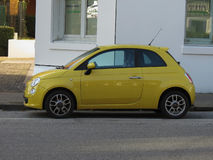 Nouvelle voiture 500 jaune de Fiat Photo stock