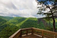 Nouvelle vue de plate-forme d'observation de parc national de gorge de rivière images libres de droits
