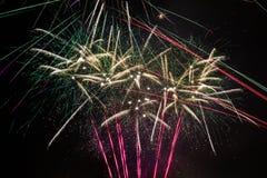 Nouvelles années de feu d'artifice coloré de la veille photo stock