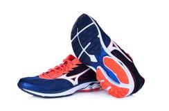 Nouvelles chaussures sans marque de sport d'isolement sur le blanc Photos libres de droits