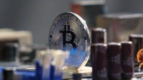 Nouvelles cryptos finances d'honoraires de devise, de bitcoin et d'ordinateur clips vidéos