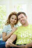 Nouvelles heureuses du relevé de couples Images stock