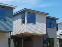 Nouvelles maisons à la station de moqueur, SMU est Photos libres de droits