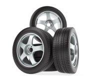 Nouvelles roues de voiture avec des pneus d'hiver Images stock