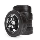 Nouvelles roues de voiture avec des pneus d'hiver empilés Photo stock
