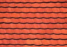 Nouvelles tuiles sur le toit Image stock