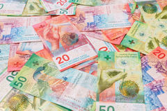 Nouvelles vingt et cinquante factures de franc suisse Photos stock