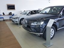 Nouvelles voitures de l'Ukraine Kiev le 25 février 2018 dans le Salon de l'Automobile de Volkswagen de présentation Photos libres de droits
