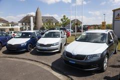 Nouvelles voitures de Skoda à un concessionnaire Image stock