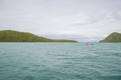 14 Nov. 2014 - de zeilen van het Visserijschip in de Golf van Thailand Pi Royalty-vrije Stock Foto