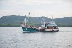 14 Nov. 2014 - de zeilen van het Visserijschip in de Golf van Thailand Pi Stock Fotografie