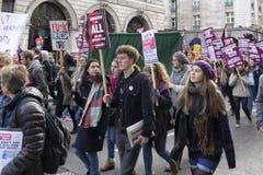 Nov. 2016: Studenten en sprekers maart en protesten tegen onderwijsrekening Stock Foto
