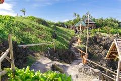 19,2017 nov. Toerist die bij Crystal Cove-eiland, Boracay lopen stock fotografie