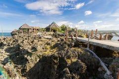 19,2017 nov. Toerist die bij Crystal Cove-eiland, Boracay lopen stock foto