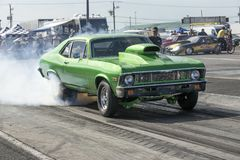 Nova de Chevrolet en la acción en la pista Fotos de archivo